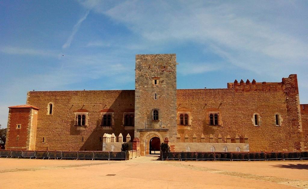 Le château Perpignan . Rachat de crédit à Perpignan